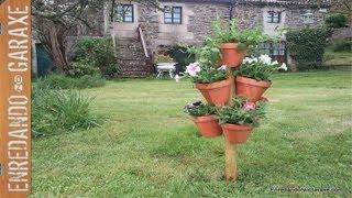 Torre de macetas con flores. Flower pot tower