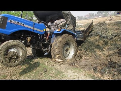 Tractor failed in mud Tractor fail completion Sonalika di 47 Rx stuck in mud | Recover by Mahindra