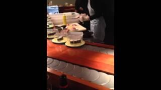 preview picture of video 'Preparazione sushi al kaiten Oh Sushi di Sesto Fiorentino - Firenze'