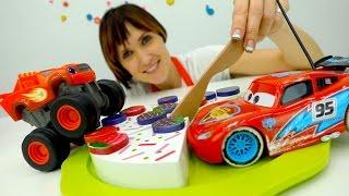 Вспыш и Рык, Молния Маквин и игрушки Киндеры в видео для детей #ДетскийСад