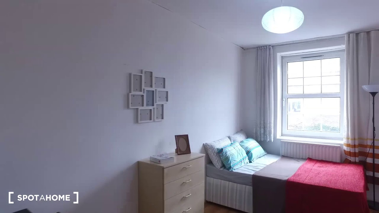 Rooms for rent in 3-bedroom apartment in Farringdon