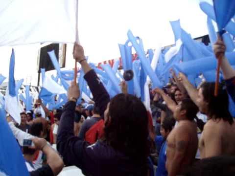 """""""Los Cruzados Entrada del Bombo al Clasico universitario / 31-10-2009"""" Barra: Los Cruzados • Club: Universidad Católica"""
