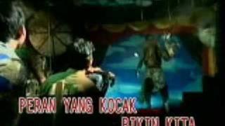 Download lagu Nike Ardilla Panggung Sandiwara Mp3