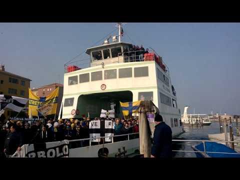 Venezia-Parma, Tifo Crociato / L'arrivo del ferry boat