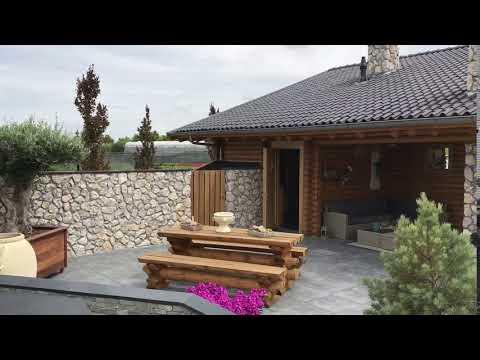 Natuurstenen muren met steenstrips