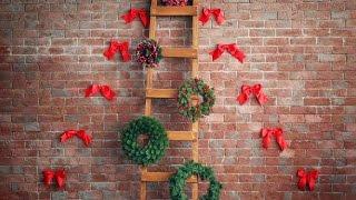 Πώς καθημερινά υλικά δημιουργούν ένα μοναδικό χριστουγεννιάτικο δέντρο