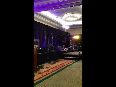 Tasha Cobbs - Break Every Chain (live)