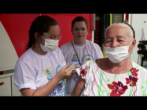 Postos 'delivery' vacinam idosos contra gripe no Recife