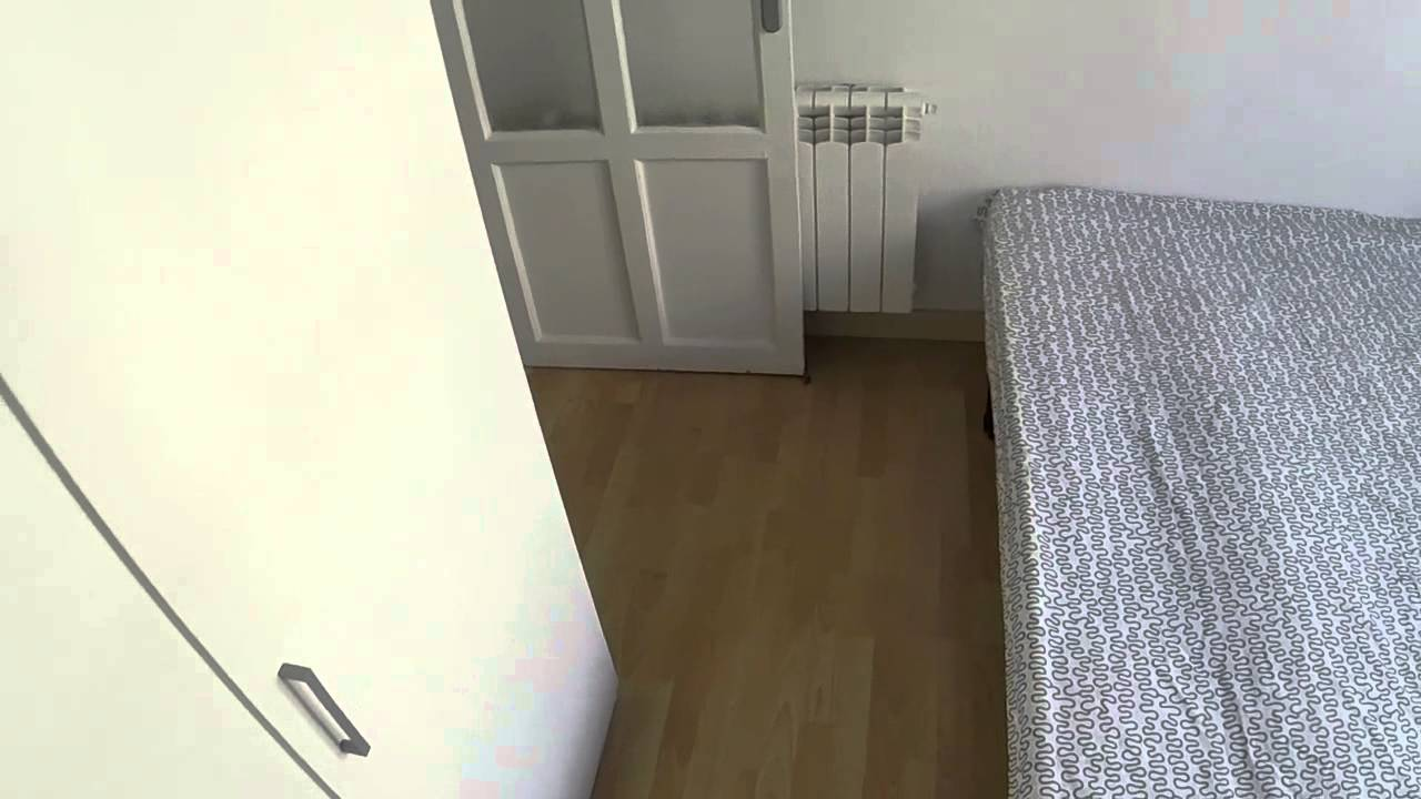 Welcoming room with standalone wardrobe in shared apartment, Salamanca