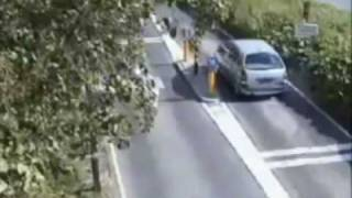 When cars and bollards collide: Drivers get owned