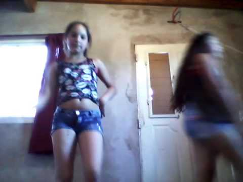 Nenas de 10 años bailando el shaky