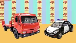 Эвакуатор Эвик и Полицейская машинка Полис смотрят мультик про морской буксир.