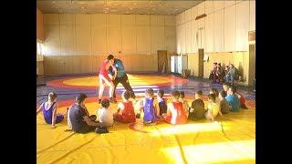 Участники мастер-классов по греко-римской борьбе на тренировках