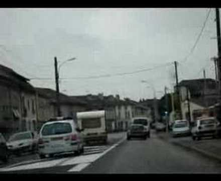 Policja francuska próbuje dorwać kemping