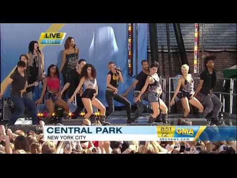 Miley Cyrus - Party In The USA - Good Morning America 2010