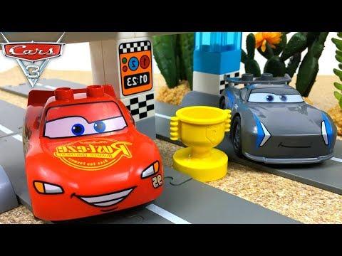 CARRERA DE LA COPA PISTON LEGO DUPLO DISNEY PIXAR CARS 3 CON RAYO MCQUEEN - PISTON CUP RACE