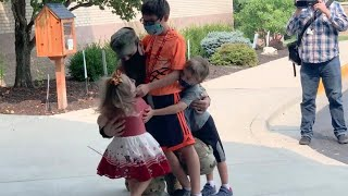 Soldier Surprises His Children at School By Coming Home 1 Month Early