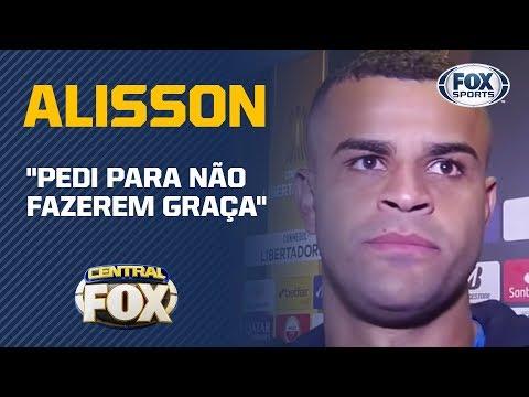Alisson revela conversa com Éverton Ribeiro durante o jogo e pedido 'para não fazer graça'