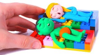 KIDS PLAYING WITH LEGO ❤ PLAY DOH CARTOONS FOR KIDS