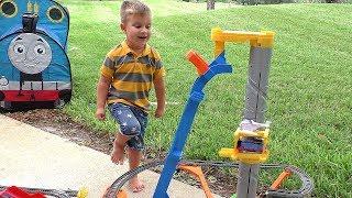 Рома играет с Паровозиком Томас Видео Для Детей Trains Toys Thomas and Friends Video for Kids