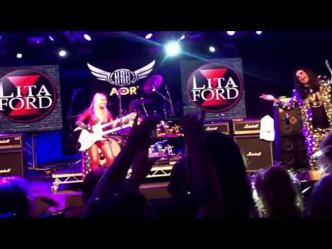 Ozzy joins Lita Ford on stage to sing Close My Eyes Forever @ HRH, Wales - (10/3/17) .. BRILLIANT!!!