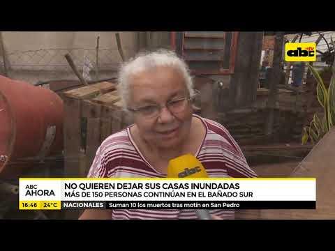 Familias no quieren dejar sus casas inundadas