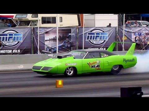 Plymouth Roadrunner Superbird Dragster BURNOUT