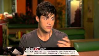 Shadowhunters on Set: Matthew Daddario on Alec's Relationship with Jace