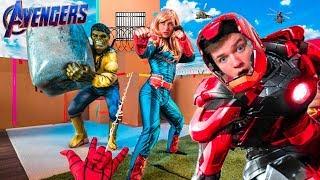 AVENGERS ENDGAME BOX FORT PRISON ESCAPE! Iron Man, Captain Marvel, Spiderman & More!
