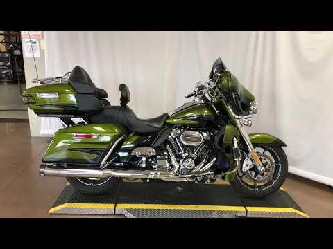 2017 Harley-Davidson® CVO™ Electra Glide Ultra Limited FLHTKSE
