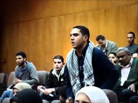 """بالفيديو.. طلاب """"حلوان"""" يطردون ممثلي """"العسكري"""" من الجامعة بهتاف """"يسقط حكم العسكر"""""""