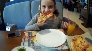 Кушаем пиццу в Итальянском Квартале