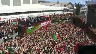 Бессонная футбольная ночь и триумфальная встреча чемпионов в Португалии.