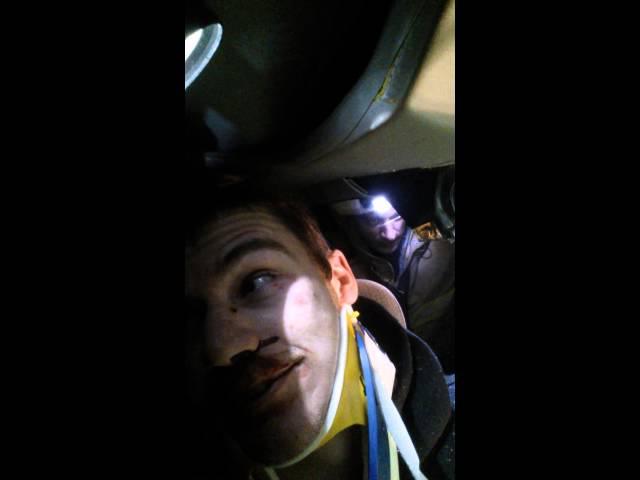 مُصاب يصوّر عملية إنقاذه من حادث سيارة