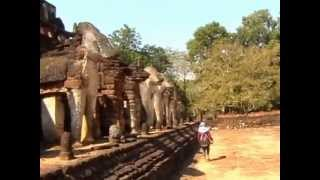 preview picture of video 'Si Satchanalai   Historical Park   Temple Tour  Thailand   2010'