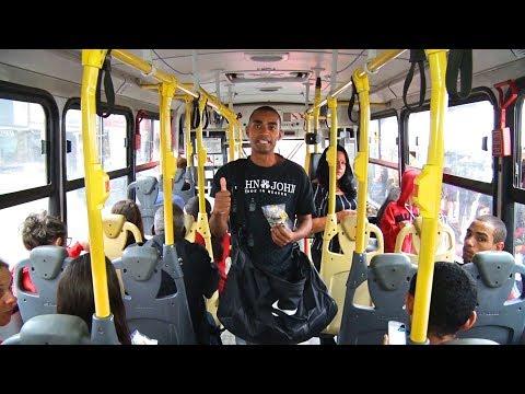 """Ônibus são tomados por vendedores e """"pedintes"""" em Nova Friburgo"""