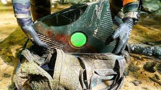 Found Lost Duffel Bag with Old Xbox Inside While Searching Shallow River for Interesting Finds!