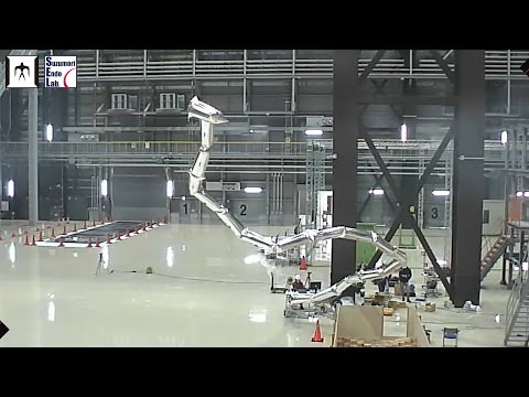 This Towering 20-Metre Robot Arm Weighs Less Than A Puppy