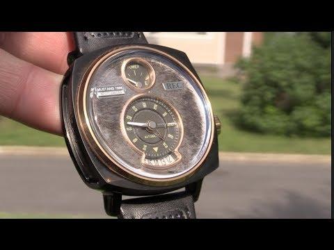 Este reloj está hecho de un Ford Mustang REC P-51-03