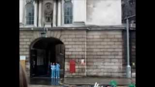 Tournage à l'extérieur de St Barts Hospital - 14/04/2013
