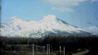 駒ヶ岳をバックに走るSL 函館本線D51・C62