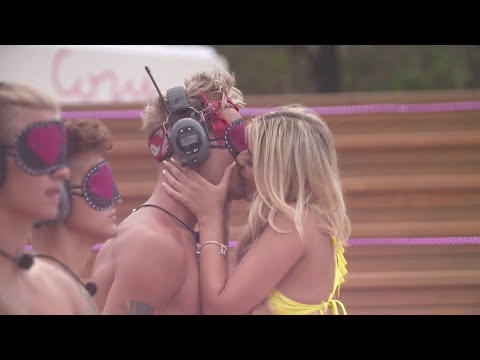 Everyone gets kissed - see the wet competition in Love Island Sweden 2018