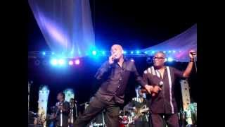 Michel Martelly, president d'Haiti, chante avec Tabou Combo