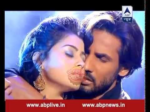 Ravi and Devika get romantic as Devika confesses her love to Ravi