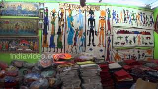 Craft shops at Pipili selling applique art products