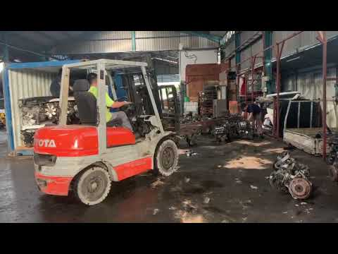 Asia and Europe Used Car Engine Supply Malaysia- Loading Container 2