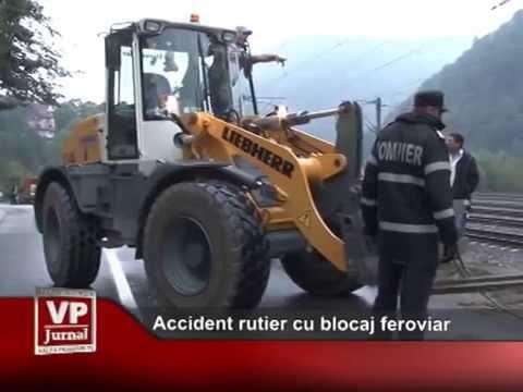 Accident rutier cu blocaj feroviar