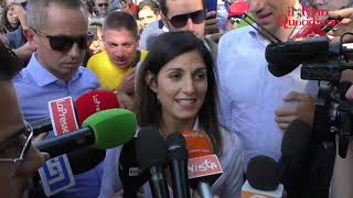 M5s, urla contro i giornalisti all'arrivo di Virginia Raggi. Attivisti contro la Iena Filippo Roma