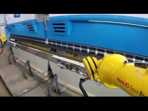 Dwie prasy krawędziowe RICO z dwoma robotami Fanuc - zdjęcie