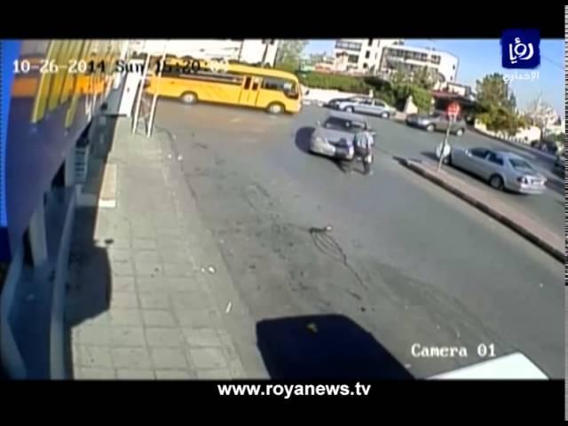 سيارة تدهس أحد المارة وتلوذ بالفرار